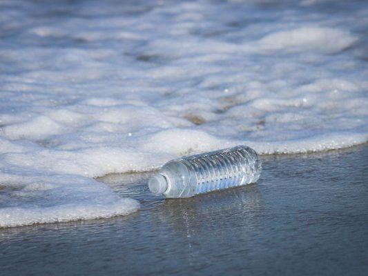 Giảm tiêu thụ nước đóng chai để góp phần bảo vệ môi trường