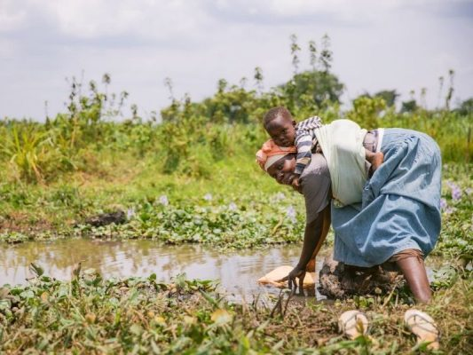 Cần phòng ngừa và điều trị bệnh lây qua đường nước