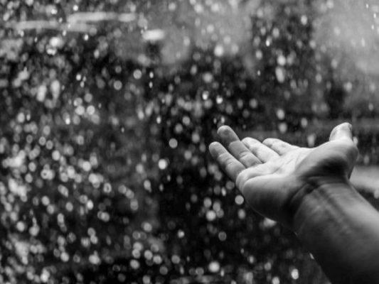 Nước mưa có uống được không?